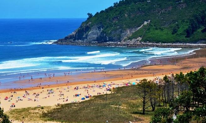 ¿Dónde hacer surf en España? playa de Rodiles, Astuirias, Spain