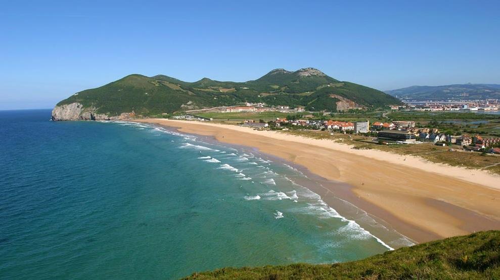¿Dónde hacer surf en España? Playa de Berria, Cantabria ,Spain