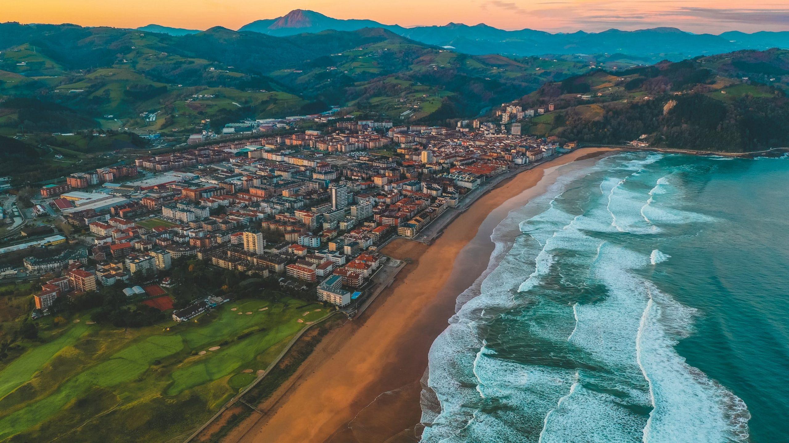 ¿Dónde hacer surf en España?, Zarautz, Basque Country