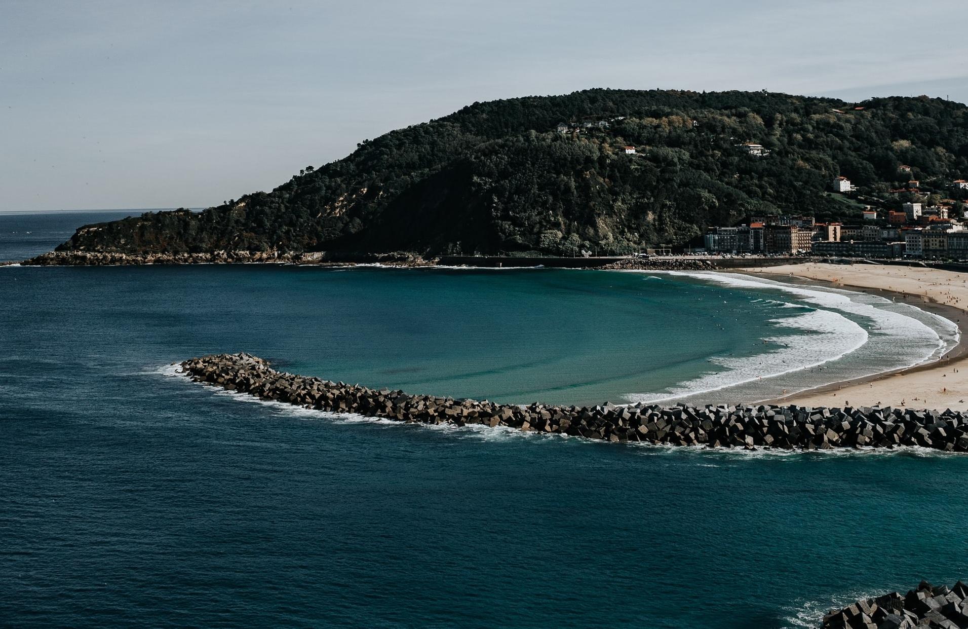 ¿Dónde hacer surf en España? La Zurriola, Donosti