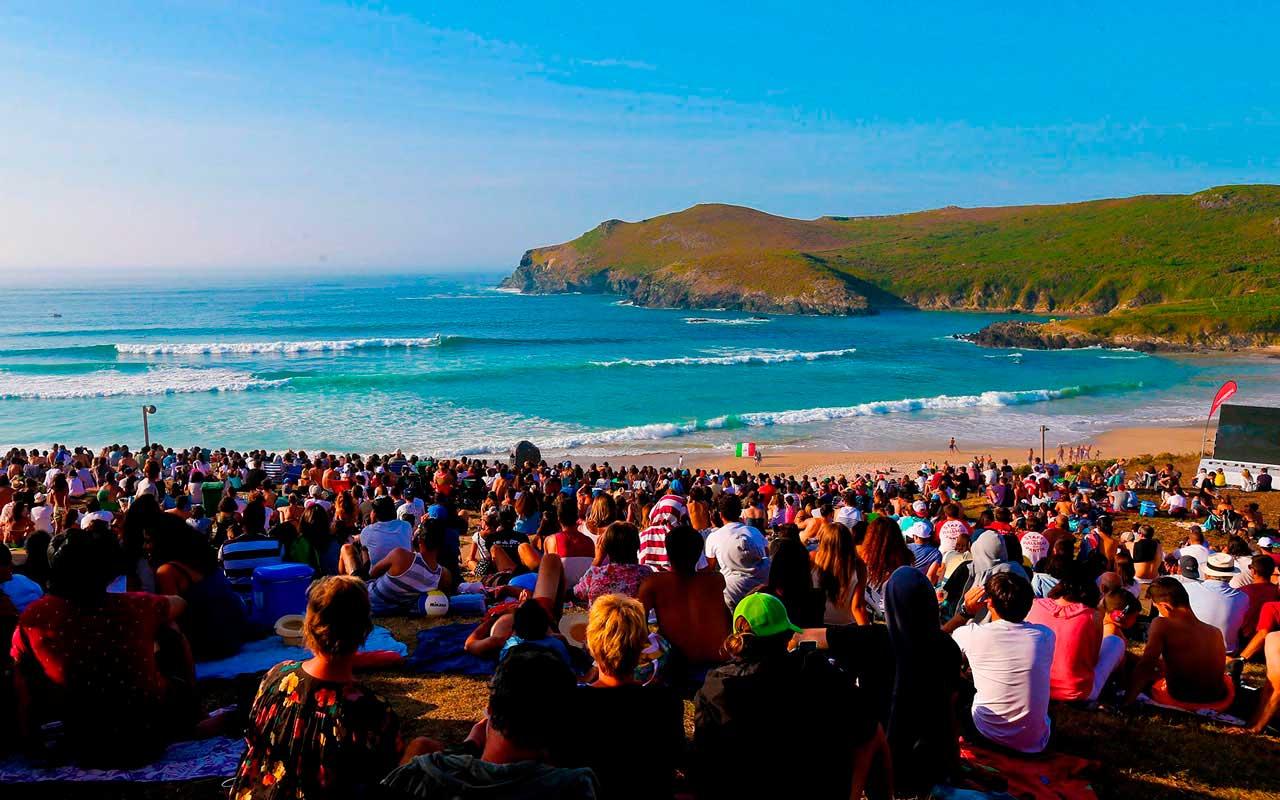¿Dónde hacer surf en España? Playa de Pantín, La coruña