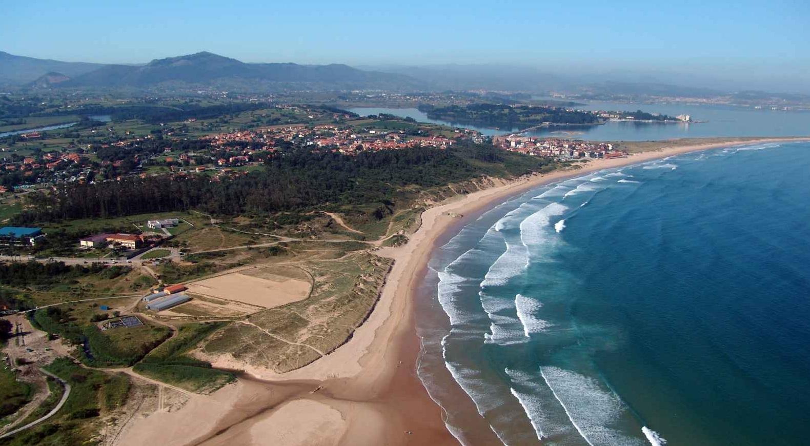 ¿Dónde hacer surf en España?Playa de Somo, cantabria ,Spain