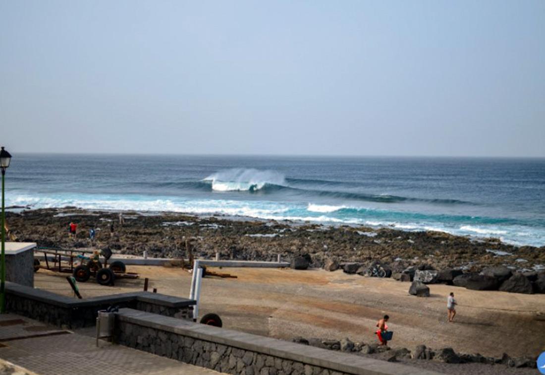 ¿Dónde hacer surf en España? Surf Spot, El Quemao, Lanzarote, Canary islands