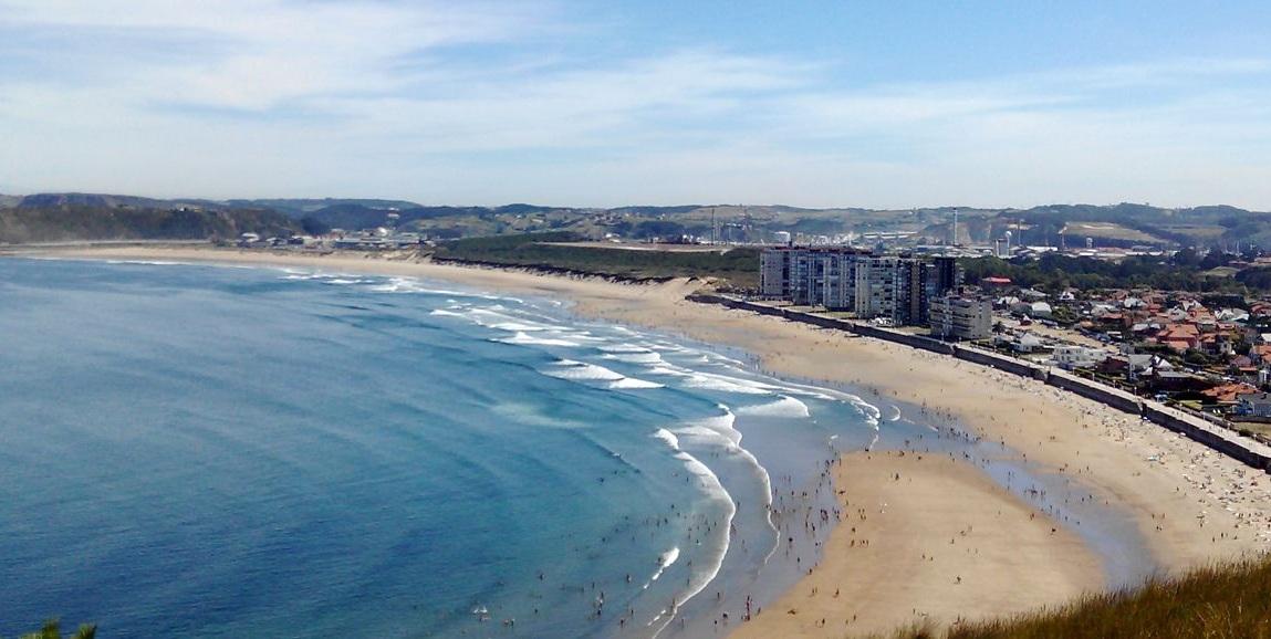 ¿Dónde hacer surf en España? Salinas, Asturias, Spain